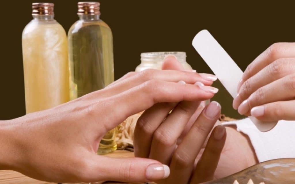миндальное масло для ногтей и кутикулы