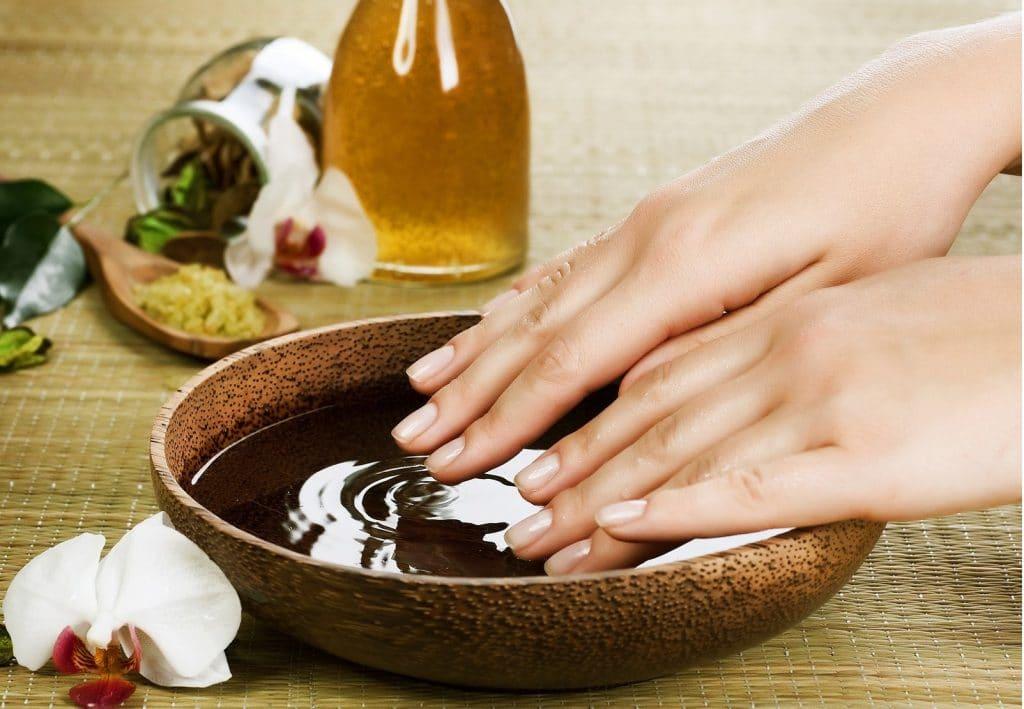 Эфирное масло базилика для кожи рук
