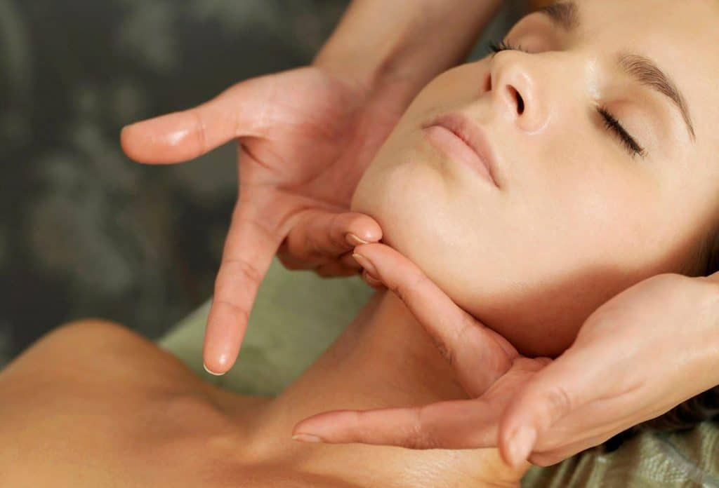 Увлажнение кожи при помощи эфирного масла жасмина