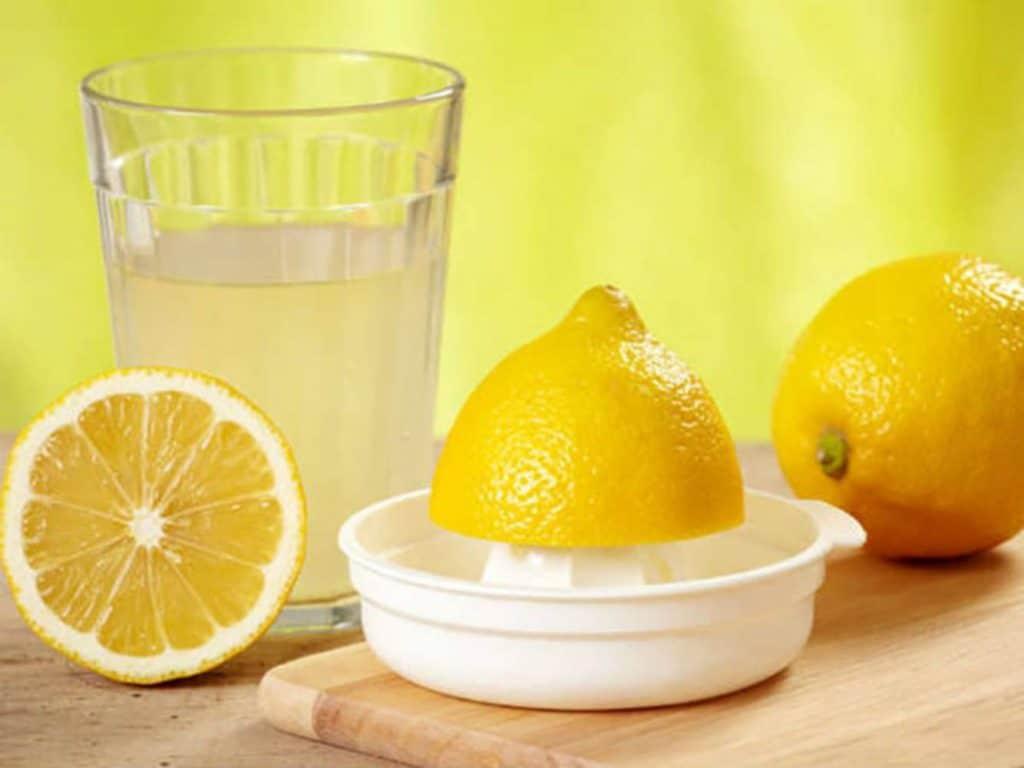 Выжимание лимонного сока