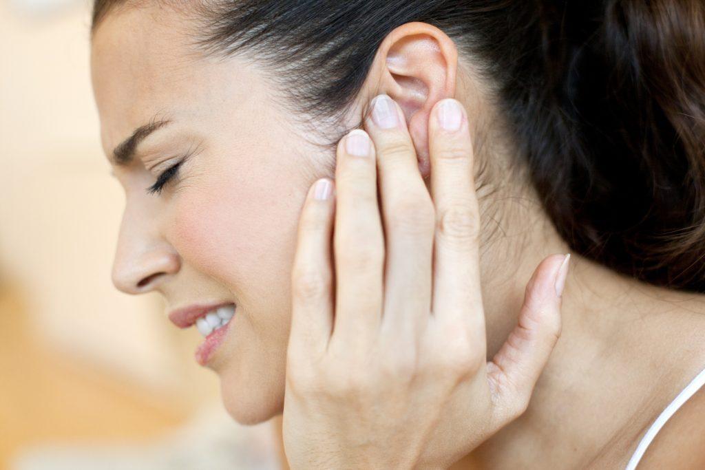 Применение камфорного масла при болях в ушах