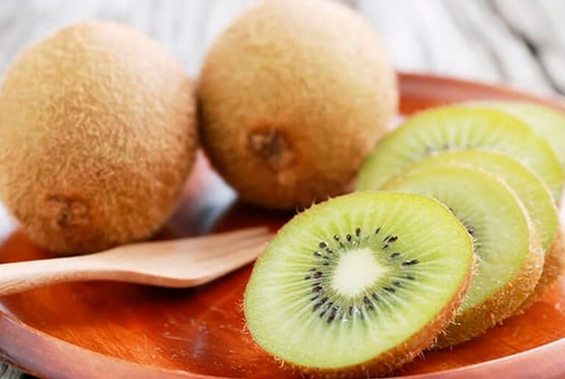 Киви фрукт – польза и вред для организма человека и его здоровья